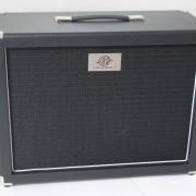 Gabinete AcedoAudio 1×12 preto com tela preta