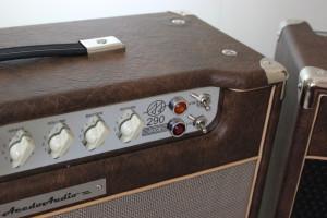 Amplificador Valvulado AcedoAudio acabamento marrom velho