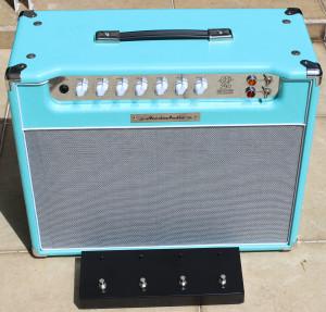 Amplificador valvulado AcedoAudio 290 1x12 azul piscina tela prata